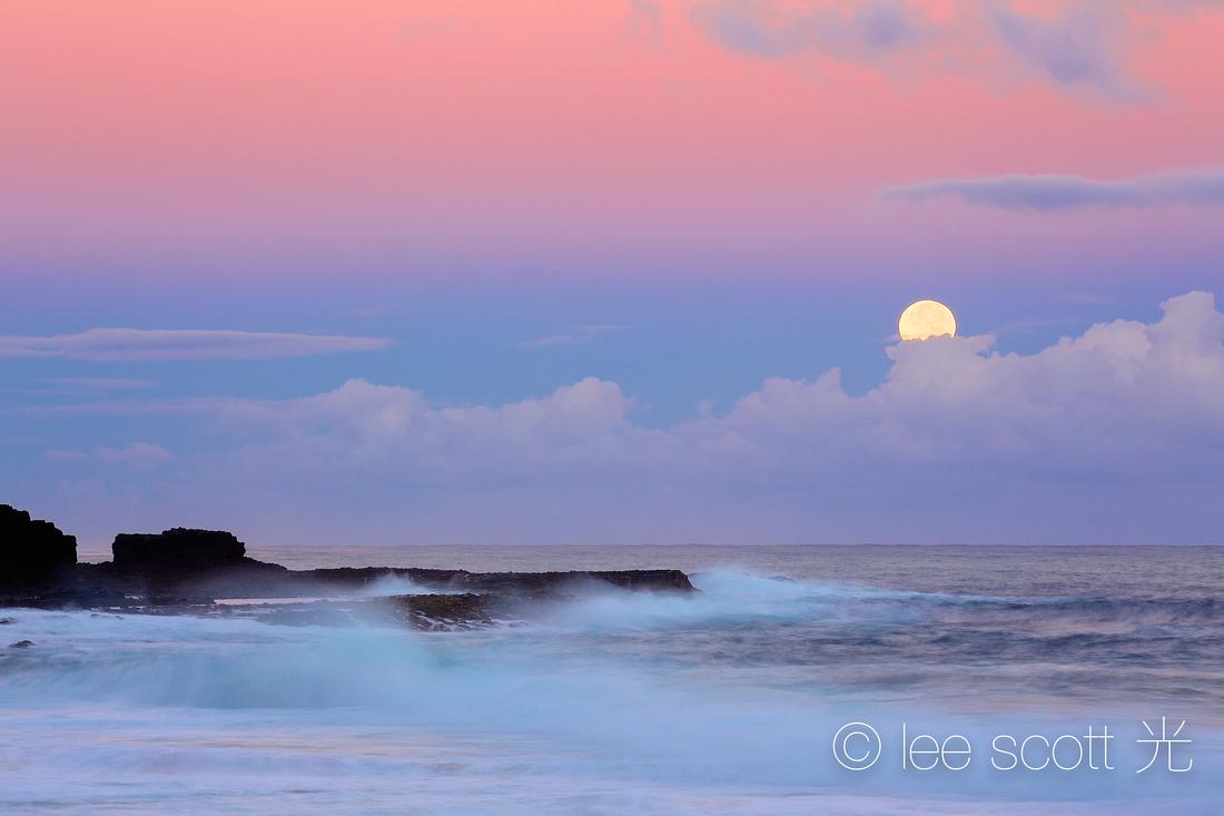11.28.12-- Full Moon Set
