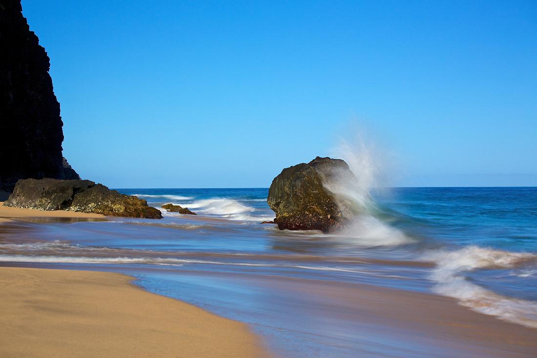 hanakapi'ai beach and wave