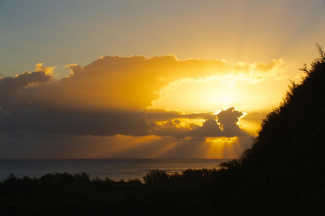 sunrise on the kalalau trail